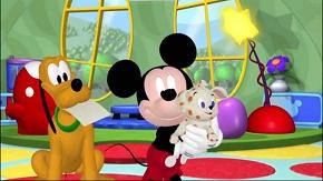 la casa de mickey mouse pluto hace de canguro